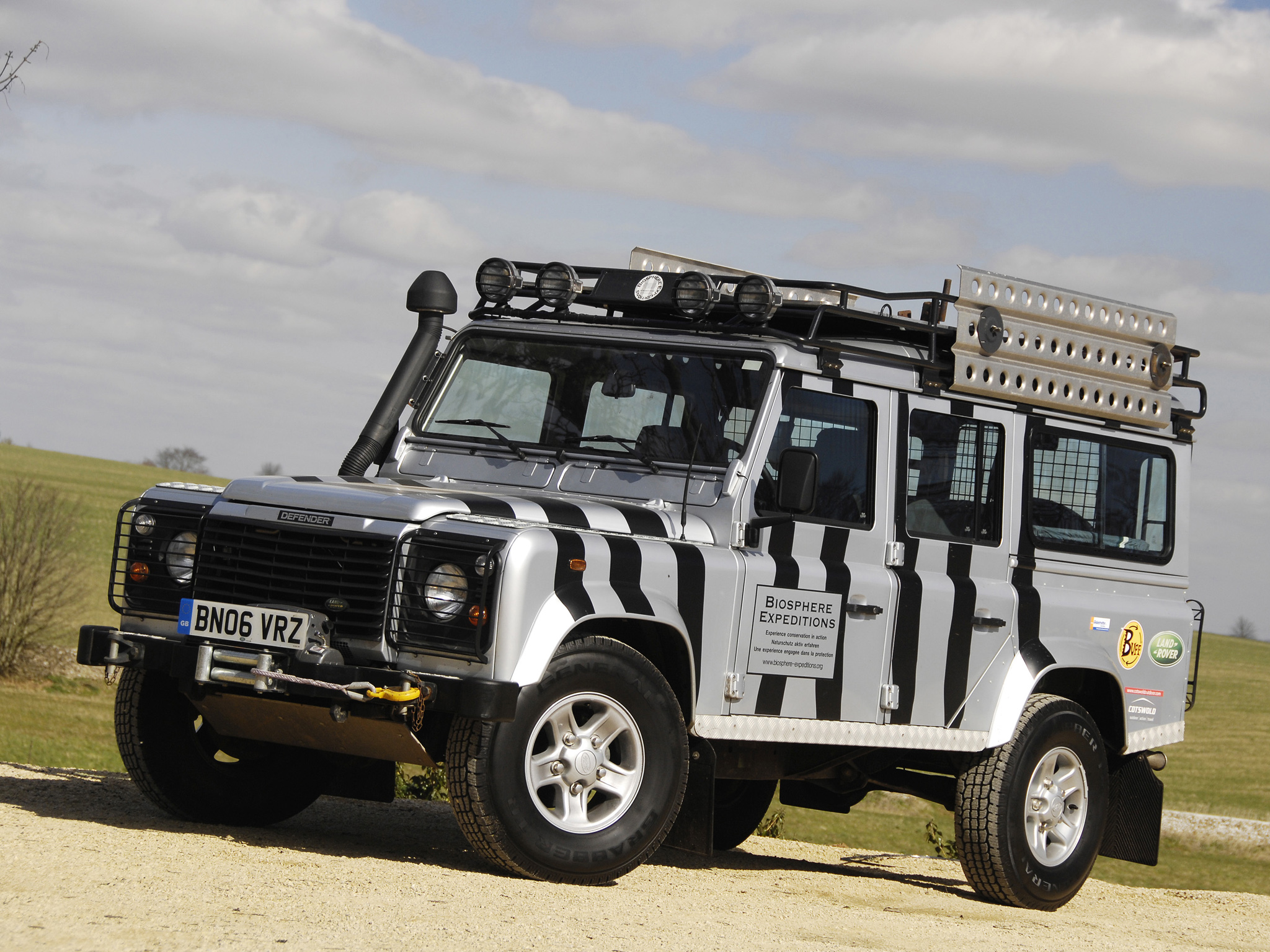 Land Rover Defender 21