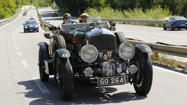 Bentley Blower- Oh so you have an old car? Yes. but the awesome scale on Bentley is intrinsic. 1