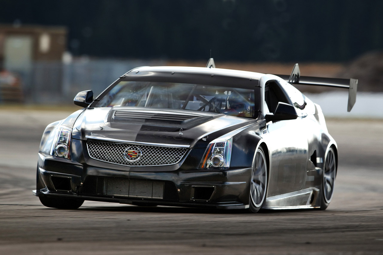 Cadillac CTS-V Race Car Hits the Track for the First Time  17