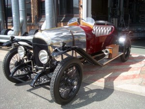 The very first BENTLEY car ever created. Yatzer in BENTLEY. Cool wheels, sprød, photo, oldie, oldsmobile.