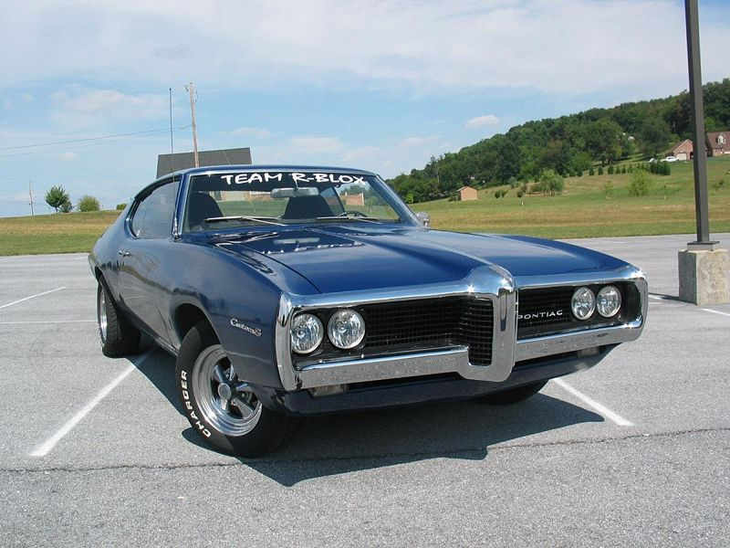 Pontiac Custom S model - 1969 2