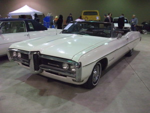 Pontiac Bonneville white model – 1968