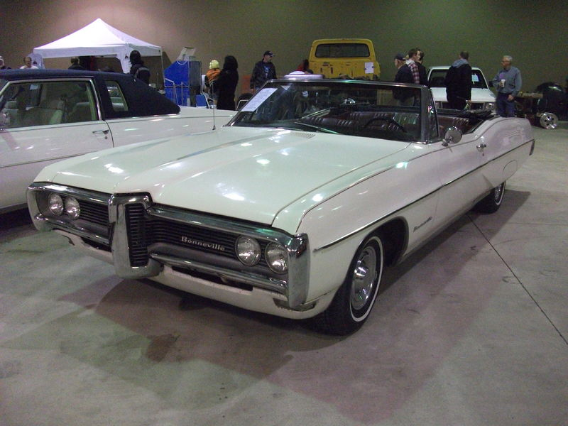 Pontiac Bonneville white model - 1968 1