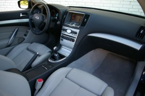 INFINITI G37 INTERIOR RIGHT CAR