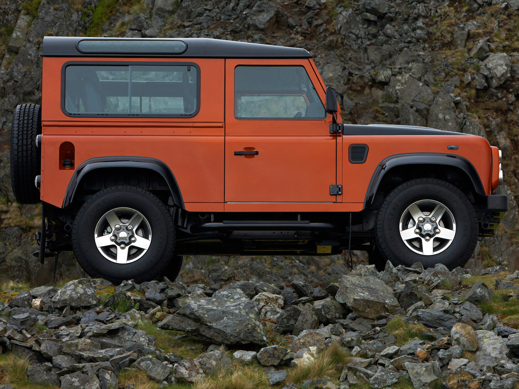 LAND ROVER DEFENDER FIRE 2009 CAR 1