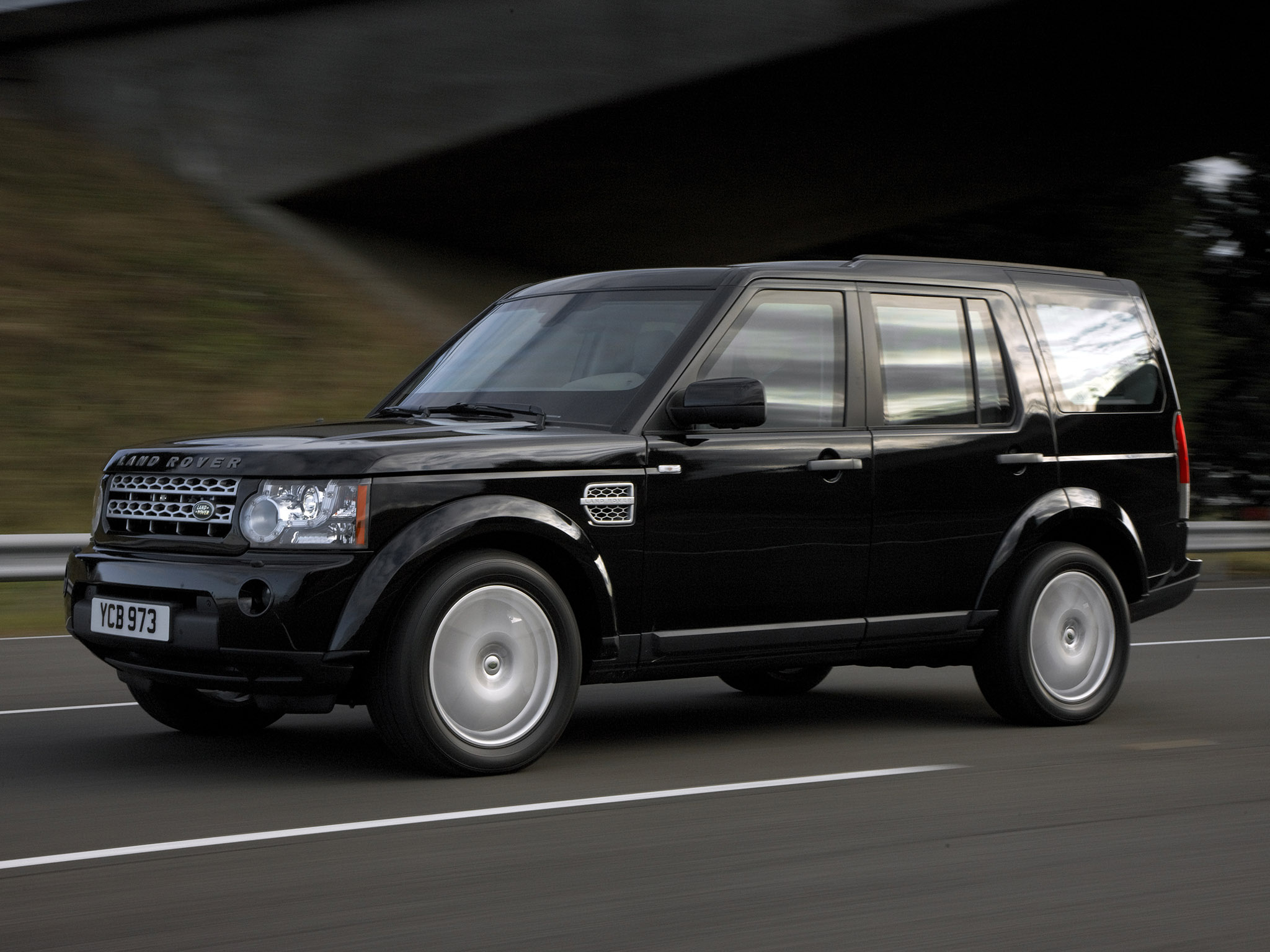 LAND ROVER DISCOVERY 4 ARMOURED 18