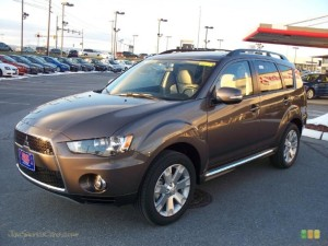 MITSUBISHI OUTLANDER SE IN QUARTZ BROWN METALLIC
