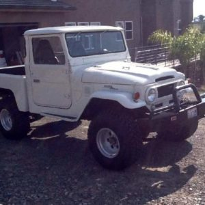 TOYOTA FJ45 SHORTBED LAND CRUISER OFF ROAD ACTION
