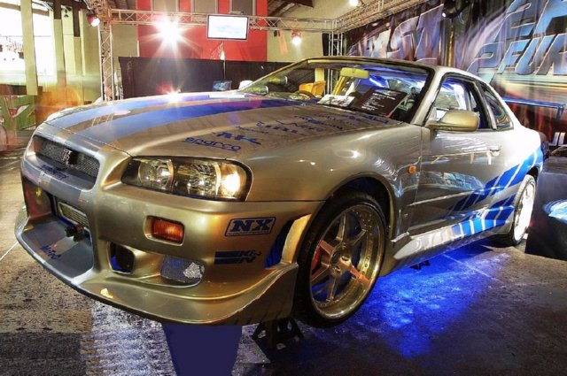 2-Fast-2-Furious-Brian-OConners-Skyline-R34-GT-R-Left-Side