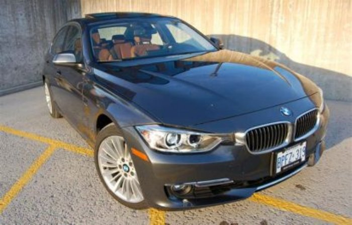 Car Review 2013 BMW 328i xDrive Driving